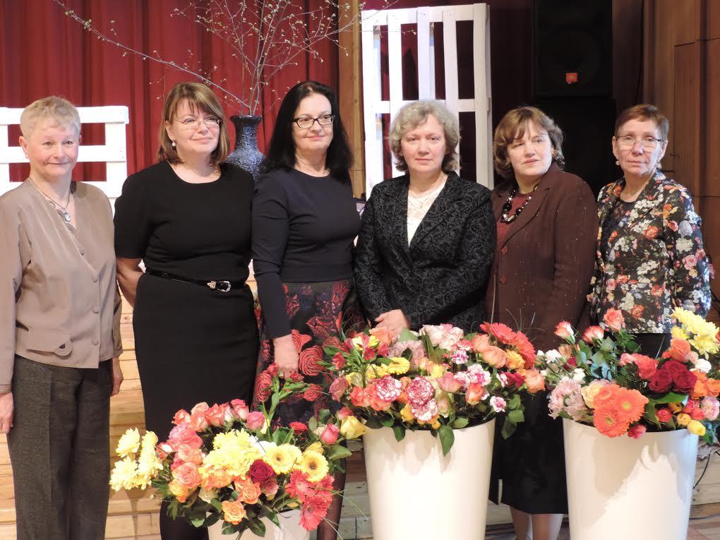 No Kreisās: Veneranda Trumekalne, Agita Jēkabsone, Jautrīte Mežjāne, Sarmīte Stafecka, Aija Žilvinska